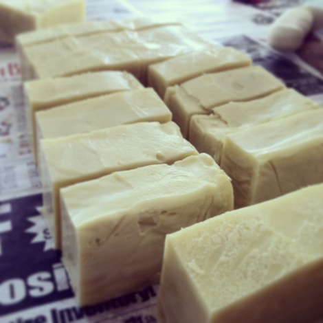 Make your own natural soap - thecrunchyurbanite.com