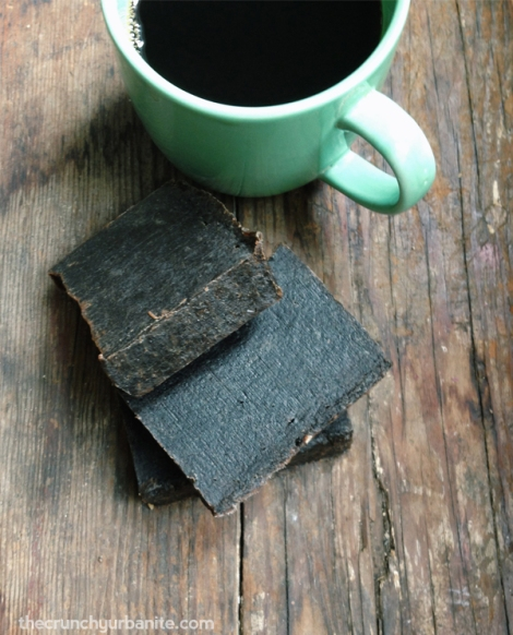 Homemade coffee soap recipe — thecrunchyurbanite.com